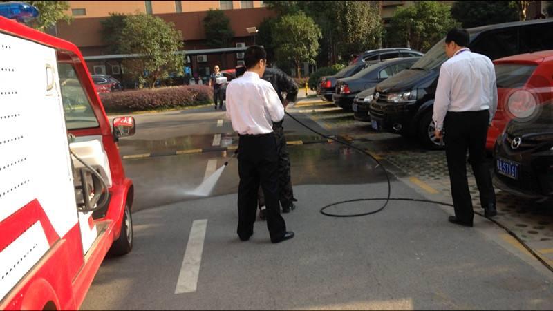 从化城郊街街道停车场路面清洗
