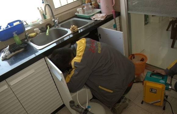 城郊街道厨房洗手池疏通
