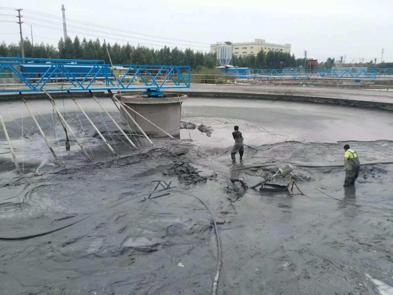 从化城郊街水坑村污水池清理