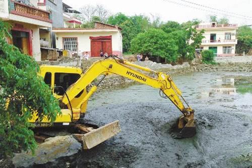 从化温泉镇源湖村池塘淤泥清理
